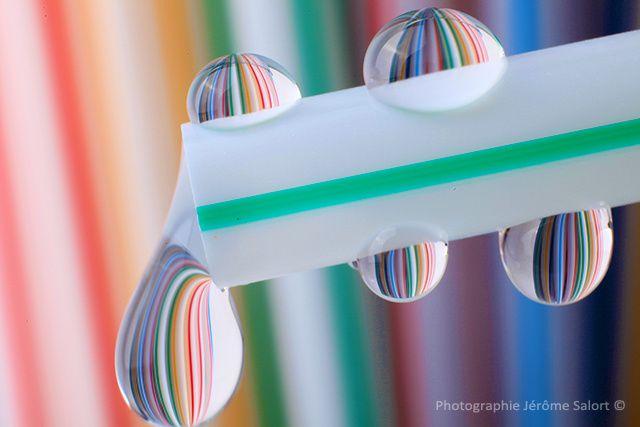 Série de photos créatives de gouttes d'eau en macro.....