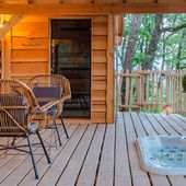 Treehouse and hot tub - Luxury cabins with hot-tubs