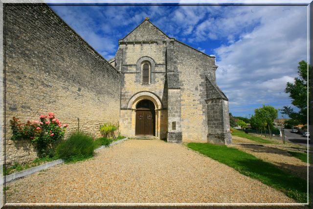 Diaporama église fortifiée de Juillac le Coq