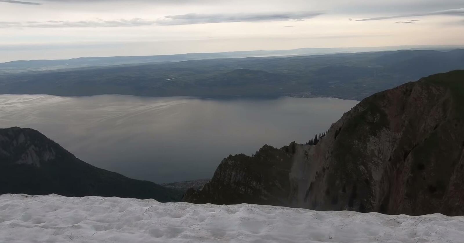Comme une récompense, la vue sur le Lac Léman depuis le sommet... Image extraite de la Minute Nature n° 244 (Cliquez pour agrandir)