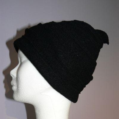 Chapeau en spirale entière noire
