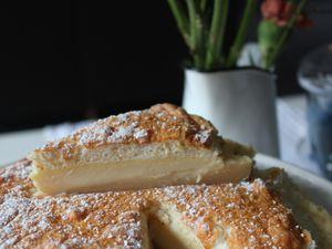 Un petit resto, on a testé le fameux gateau magique (1 pate et 3 textures), tarte au maroilles, brunch autour d'un toast avocat oeuf poché, et papa qui déniche des pâtes cars!