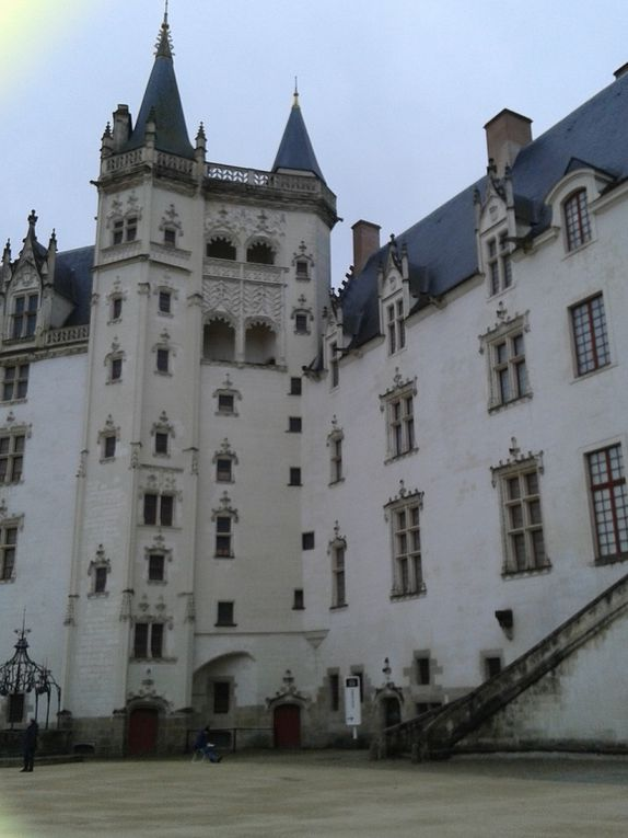 """""""Croquis d'exterieur"""" Chateau des Ducs"""