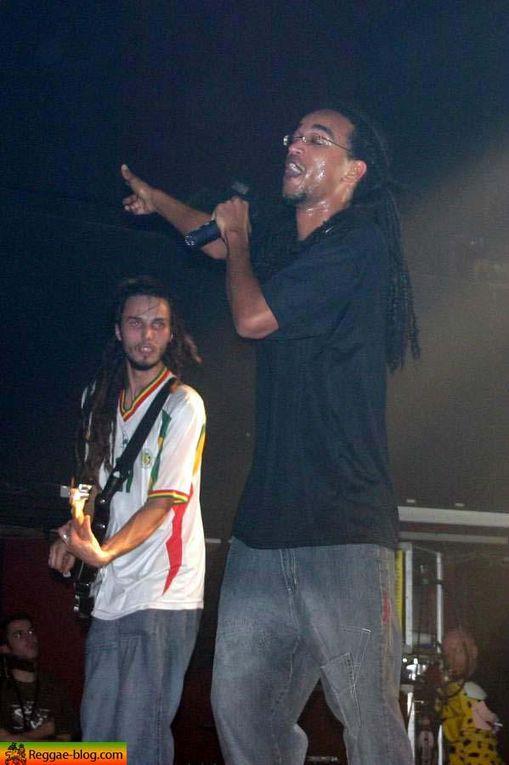 """Pour le festival """"Le père noel est il un rocker"""", Dub Incorporation était présent au Splendid le 24 novembre 2005."""