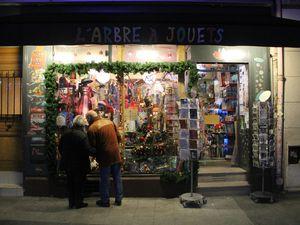 L'arbre à jouets Saint Denis, 5 place Victor Hugo 93200 Saint Denis. Parce que de bonnes photos seront toujours plus parlantes qu'un grand discours....