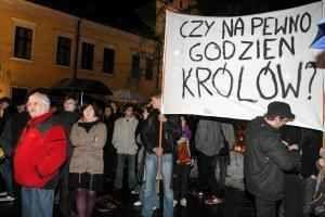 Obsèques du couple Kaczynski au Wawel, source de discorde ?