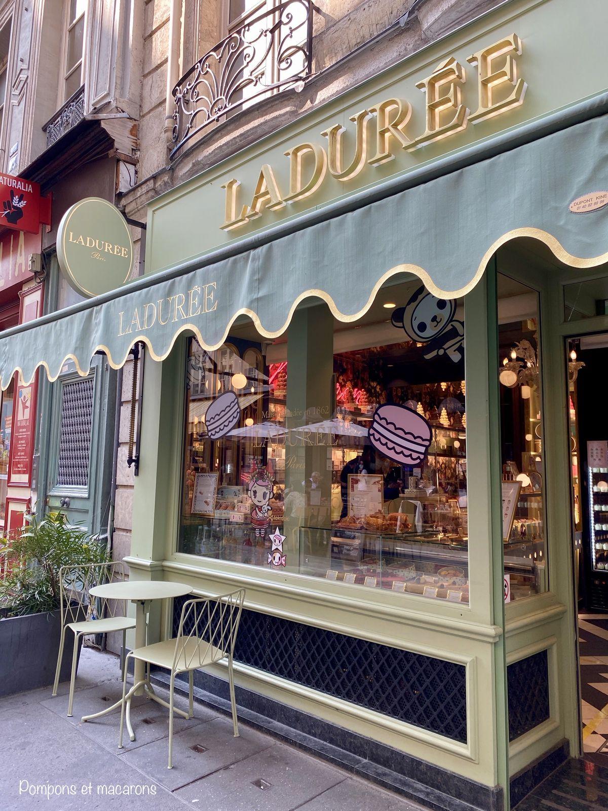 Passer devant chez Ladurée, mais ramener les macarons de chez Pierre Hermé (ceux que je préfère)!