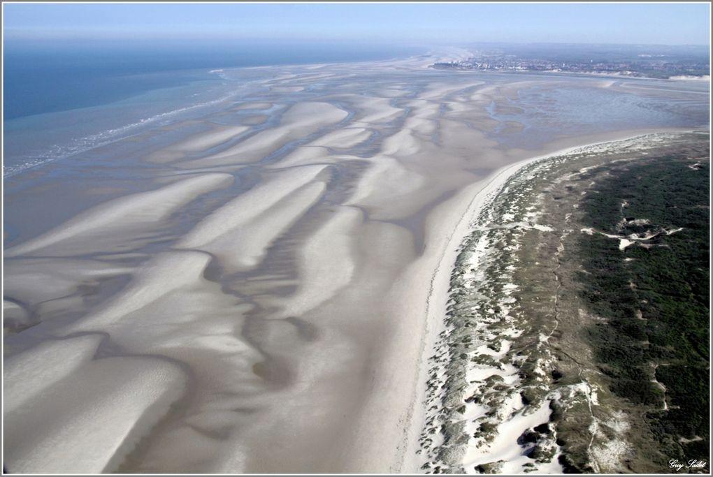 C'est bien du ciel que la baie d'Authie nous livre ses plus beaux atours, et c'est vrai qu'elle ne manque pas de charme, cette baie qui n'a rien à envier à sa grande soeur, la baie de Somme : des paysages à couper le souffle et d'une s