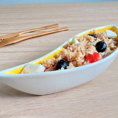 Salade de riz, tomates, œufs, thon