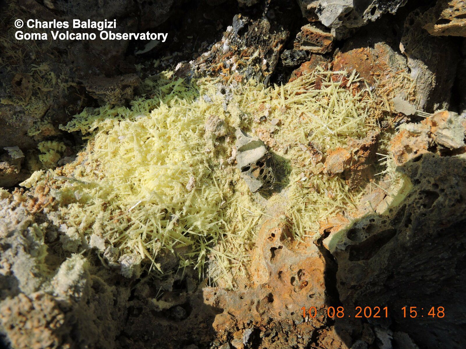Nyiragongo - toxic deposits on the lava flows from the last eruption - photos © Charles Balagizi