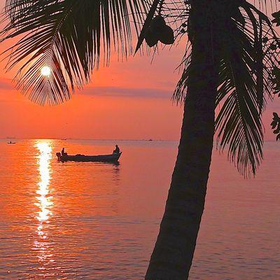 Guatemala : lever de soleil sur les Caraïbes.