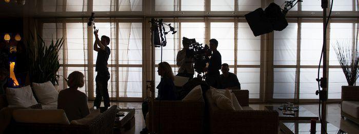 """Audrey Dana et Medi Sadoun tournent """"L'ami qui n'existe pas"""" pour France 2"""