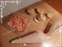 Blinis garnis à la mousse de tomate et crevettes