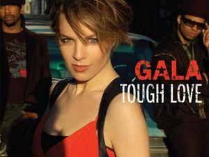 gala, chanteuse pop d'origine italienne, artiste culte de la dance connue pour son look minimaliste et sa voix suave
