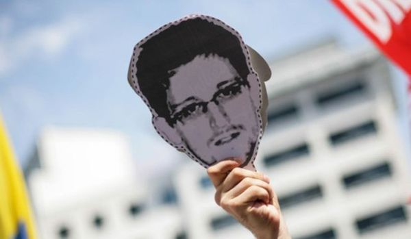 Snowden appelle tous les hackers du monde à s'unir