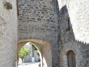 Une autre Porte permettant l'accès à l'enceinte fortifiée.  (clic sur les photos pour les agrandir)