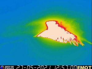 Etna - 05.27.2021 - only traces of the strong activity : the heat of the materials that fell on the cone, respectively at 12:27 p.m., 12:57 p.m. and 3 p.m. - Therm. INGV - one click to enlarge the thumbnails