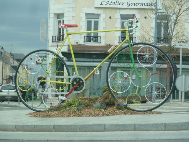 Un zèbre, un vélo géant et le patron du tour de France dans la même journée !