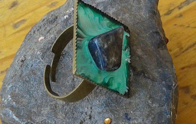Sodalite,bague,peinte,artiste,peinture,bleu, vert,bague,cabochon,carré,20 mm,bronze,ajustable,sculpture bijou,unique,rare,lacik creations