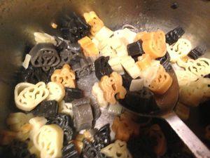 pâtes citrouilles chauve-souris araignées sur charlotteblablablog