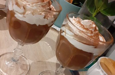 MOUSSE AU CHOCOLAT ET SA CHANTILLY MAISON