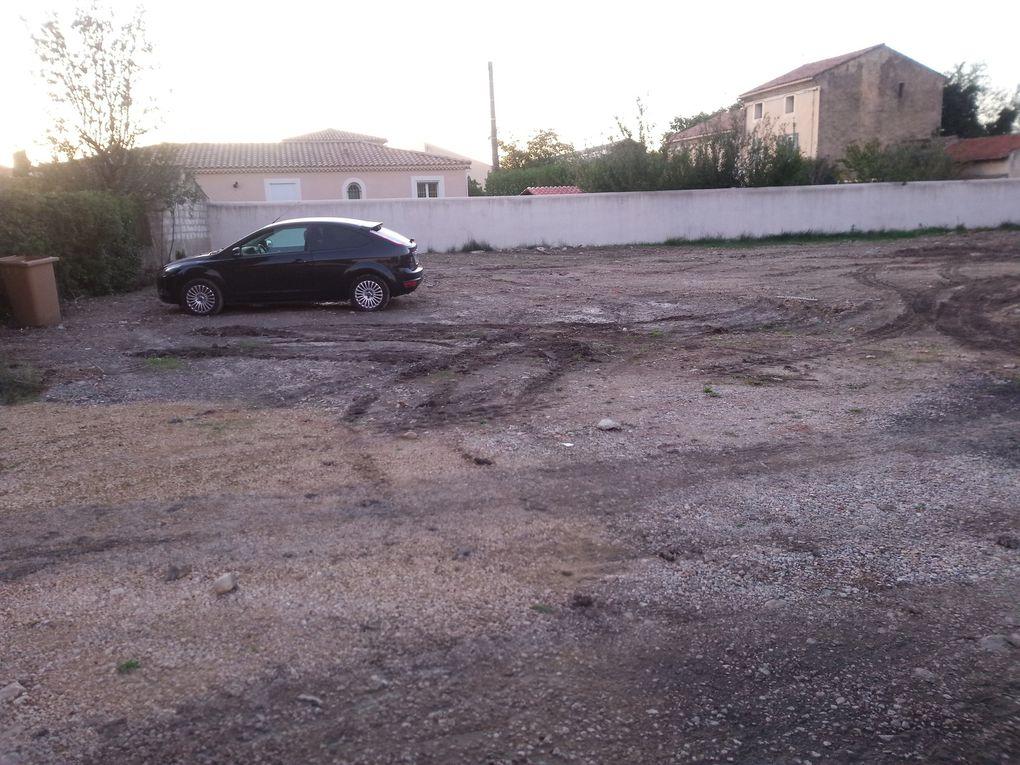 """Parking de la gare """"provisoire"""" de la ville d'Orange: Vue de gauche à droite scandaleux"""