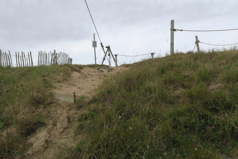 Fort de Bertheaume, Plongonvelin : parapet en sable de la batterie des années 1880, maintenu par une couche de terre végétale.