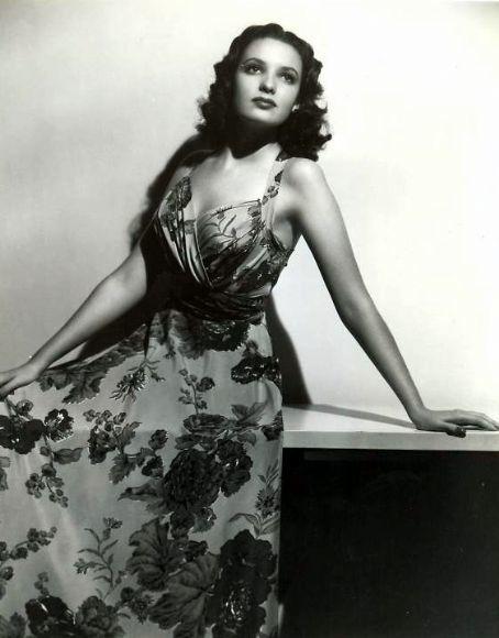 Darnell Linda