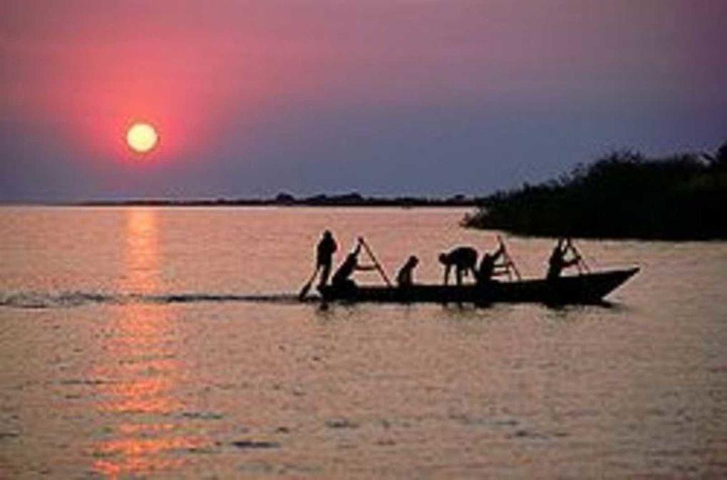 Vistas superficie del Lago Tanganika.- El Muni