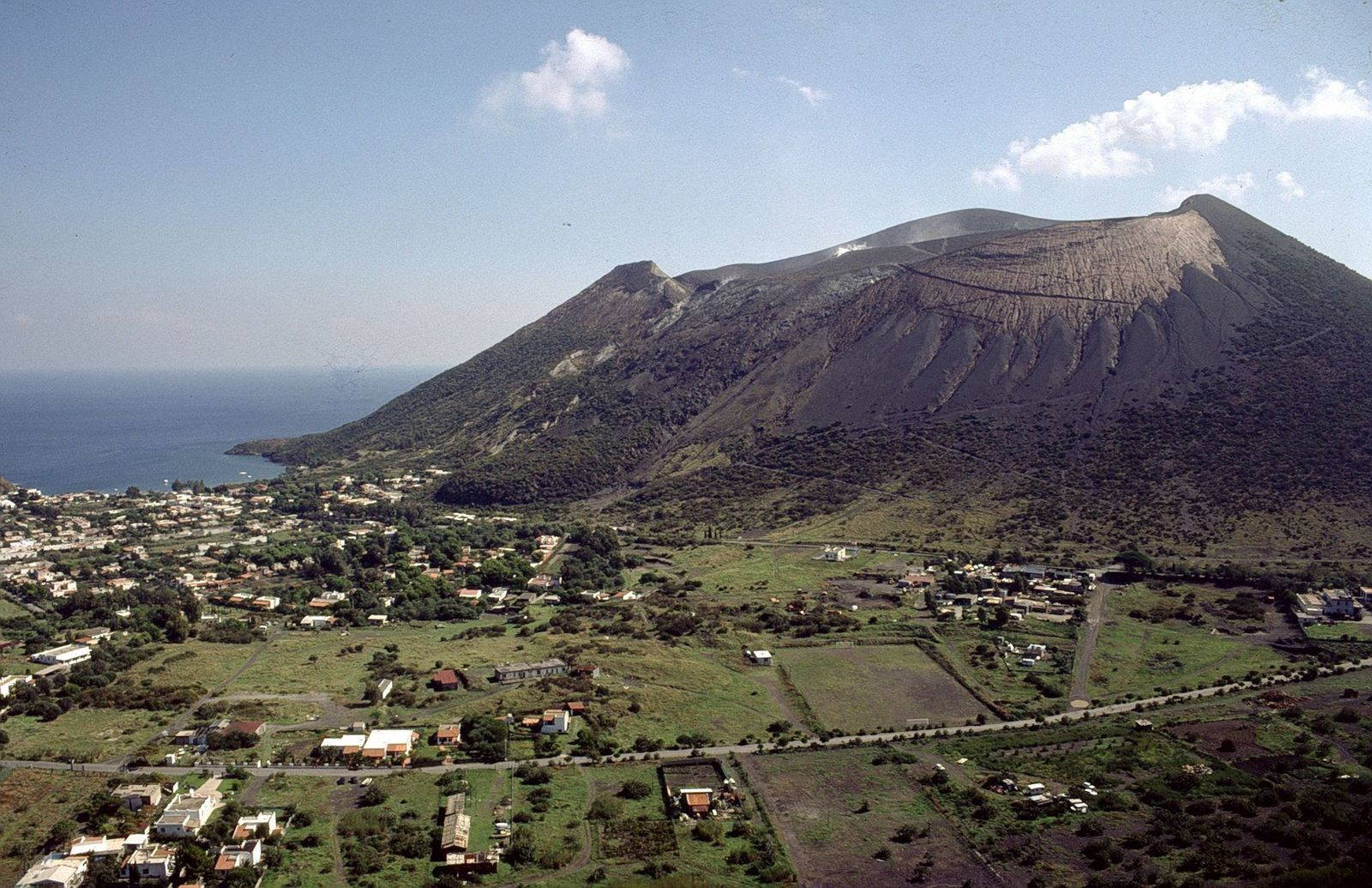 Vulcano - the inhabited area at the foot of the crater of La Fossa - photo Boris Behncke archives 1996