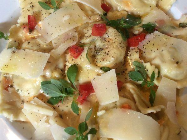 Raviolis aux petits légumes crème de homard ou de langoustine