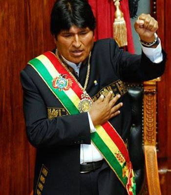 Le gouvernement d'Evo Morales entame la seconde phase de la nationalisation des hydrocarbures avec la construction d'une gigantesque raffinerie de gaz en Bolivie