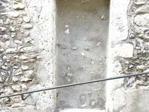 Blois/Rue des Papegaults, porte double bleue, porte bois usé, grosses pierres, vide comblé, Cl. Elisabeth Poulain