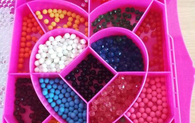 Des créations chics avec les perles d'eau AQUABEADS