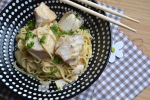 Dos de lieu noir, sauce lait de coco, curry et nouilles aux oeufs #Ayam