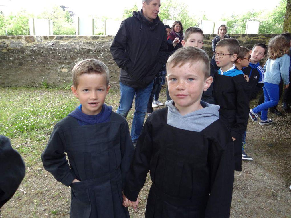 Les CE1-CE2 au musée de l'école rurale à Trégarvan