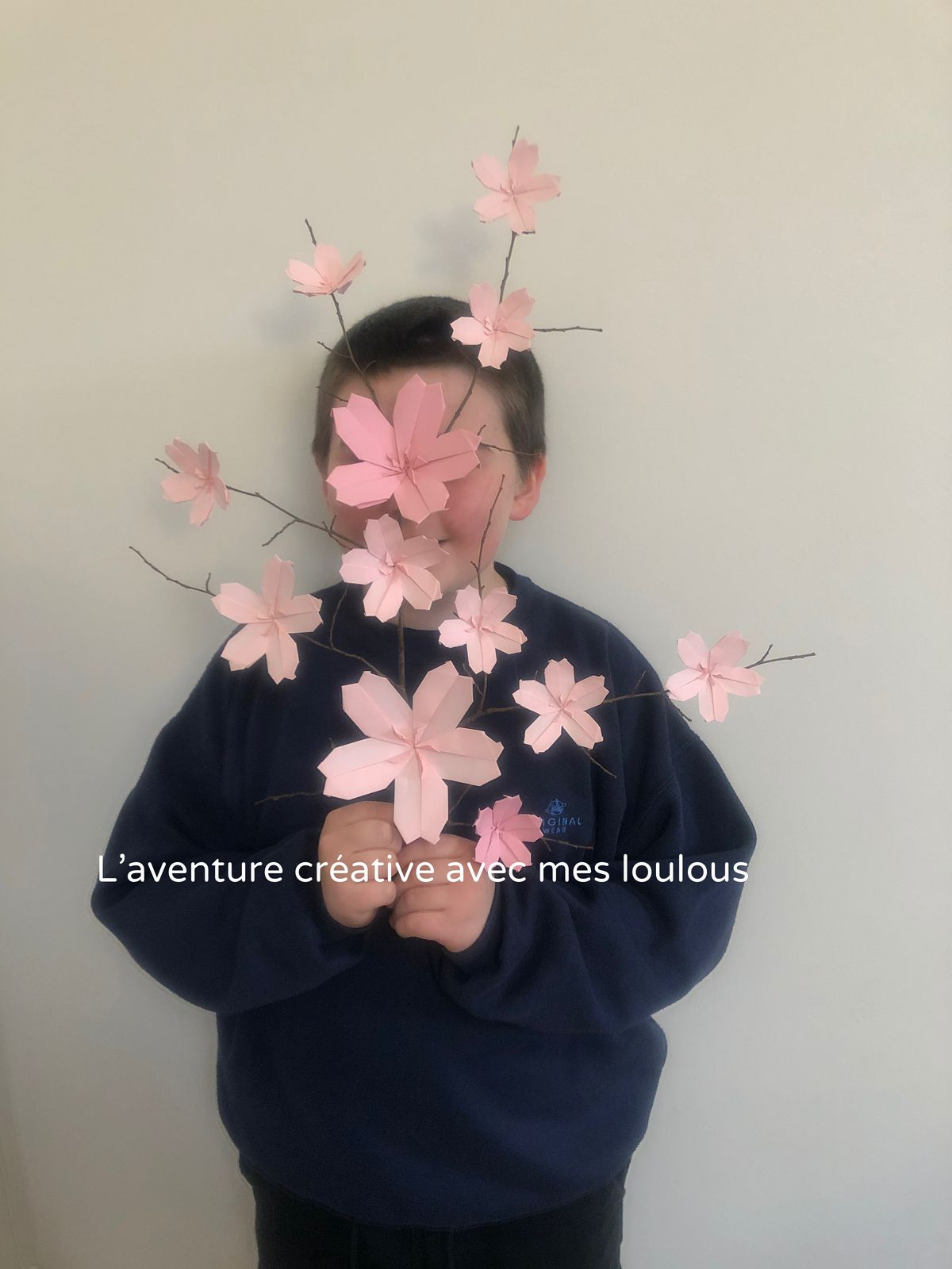 Branche de fleurs de cerisier en origami