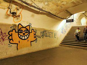 Dégradation de la station du métro parisien avant que M.Chat soit emprisonné !