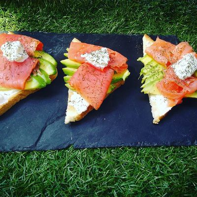 Tartine avocat et saumon
