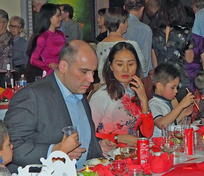 Les membres de l'ambassade ont assisté au spectacle préparé par les bénévoles de VN17