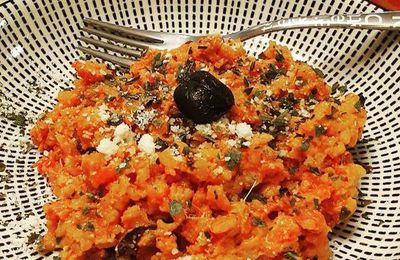 Risotto sauce tomate basilic, bacon et olives noires