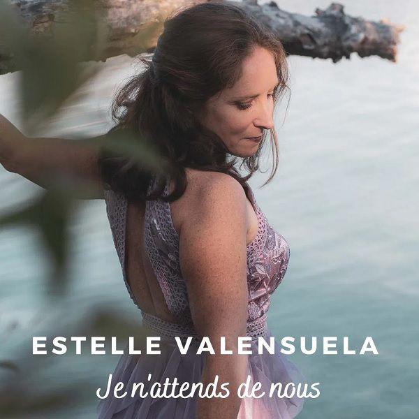 Estelle Valensuela est de retour avec « Je N'Attends De Nous » !