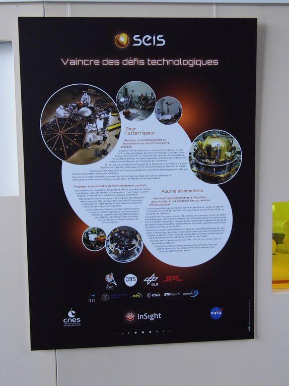 Panneaux explicatifs de la mission InSight et de l'expérience SEIS.