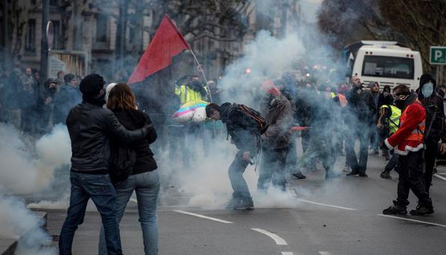 Les affrontements hier à Lyon, en pleine ville, entre gilets jaunes de l'ultra droite et antifascistes