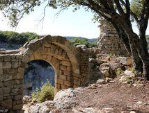 Le fort de Buoux, fière citadelle sur son éperon rocheux