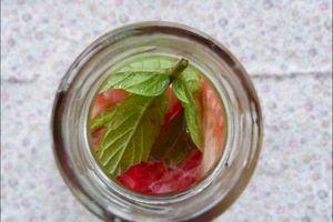 Boisson rafraîchissante à la fraise & à la menthe
