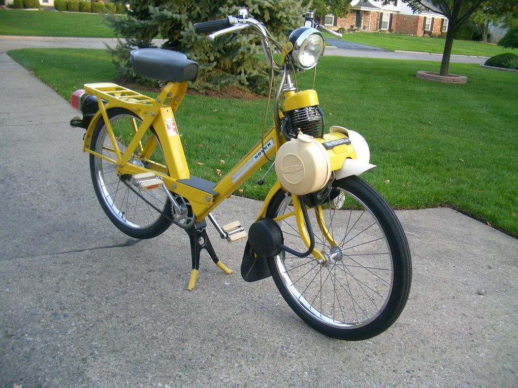 Mike Bedard's beautiful 1975 yellow 4600 V2; Michigan
