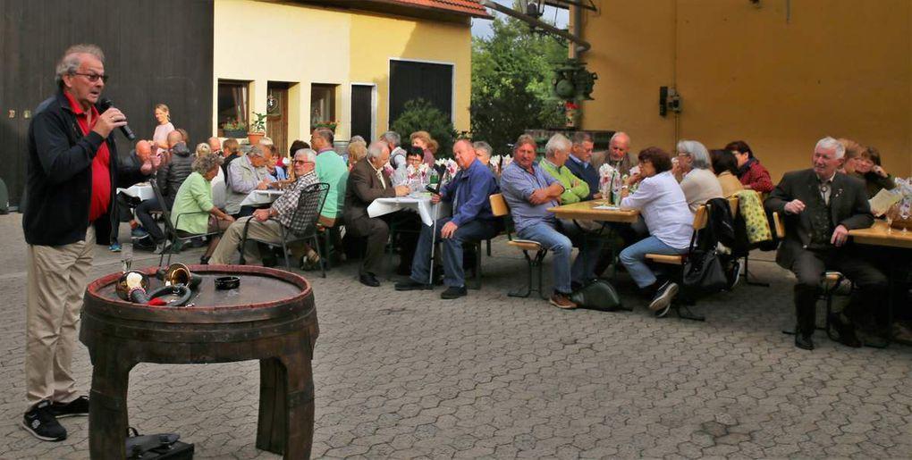 Eine nicht alltägliche Weinprobe im Weingut Hessler anlässlich 25 Jahre Jagdhornsingen im Veitshöchheimer Hofgarten mit Hornmeister Peter Kraus