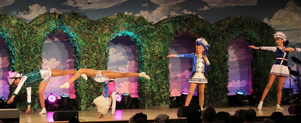 Dies taten ebenso die fünf Solistinnen Jolie Mutombo, Jana Meyer, Maja Friedrichs, Yasmina Kissner und Sarah Scherbaum. Sie demonstrierten in einer akrobatischen Mariechen-Schau zu erst solo und dann gemeinsam ihr Können.