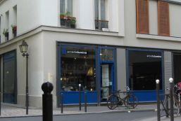 artelier arcadialumina Rue de Charenton à Paris 12 ème. Détail d'un vitrail d'inspiration art-nouveau. Détails Luminaires